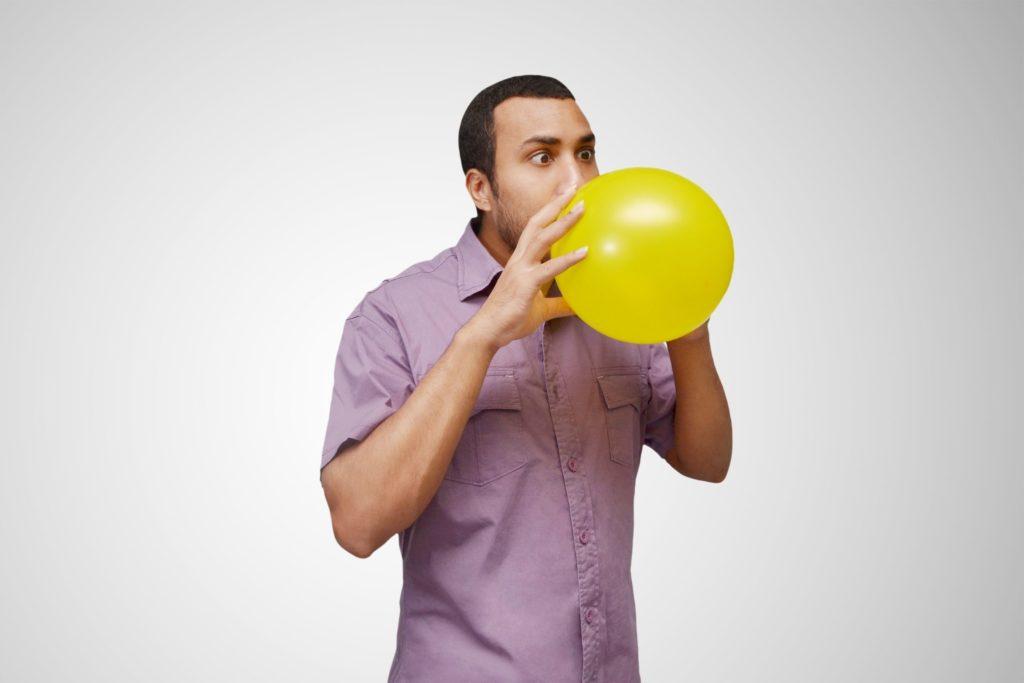 Souffler dans un ballon